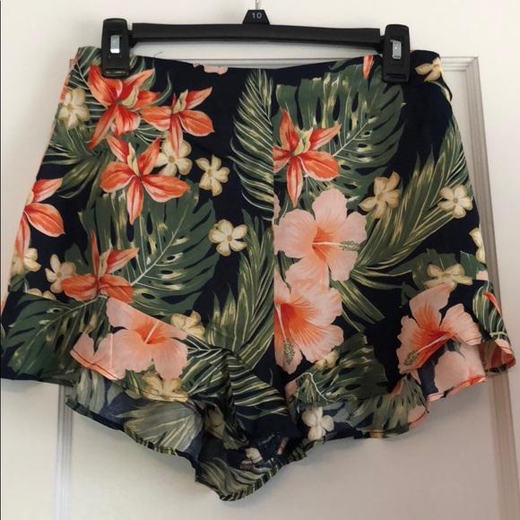 0e2922c725 Zara BRAND NEW Ruffled Floral Print Bermuda shorts